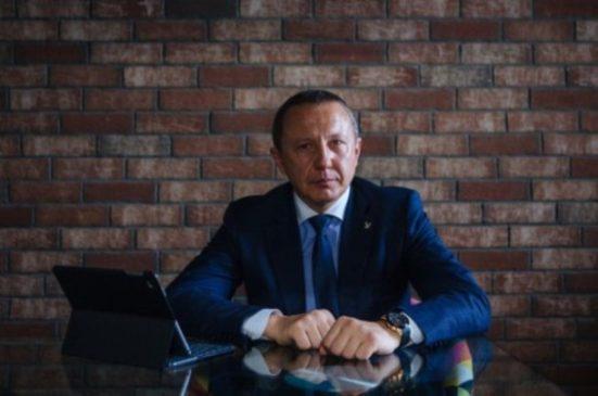Александр Шлычков ведет инвалидов к золотым медалям